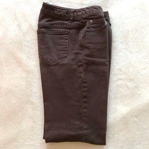 Liz Claiborne Straight-Leg Stretch Jeans. Brown 2P